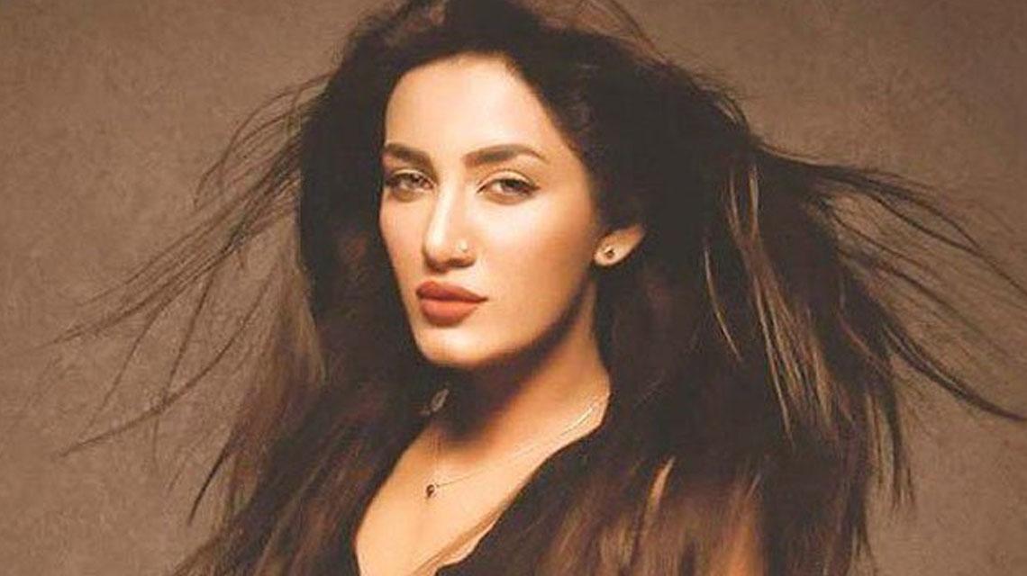 اداکارہ متھیرا کی ایسی فحش تصویر سامنے آگئی کہ پاکستانی غصے سے آگ بگولہ ہوگئے
